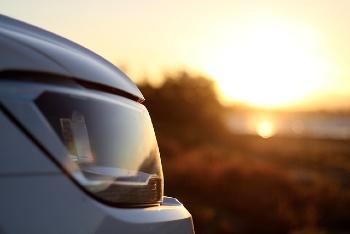 limpiar los faros del coche con coca cola