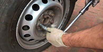 Cómo cambiar neumáticos coche